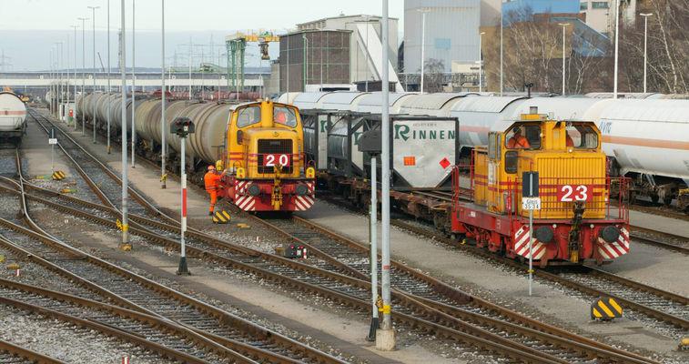 Rail car transport
