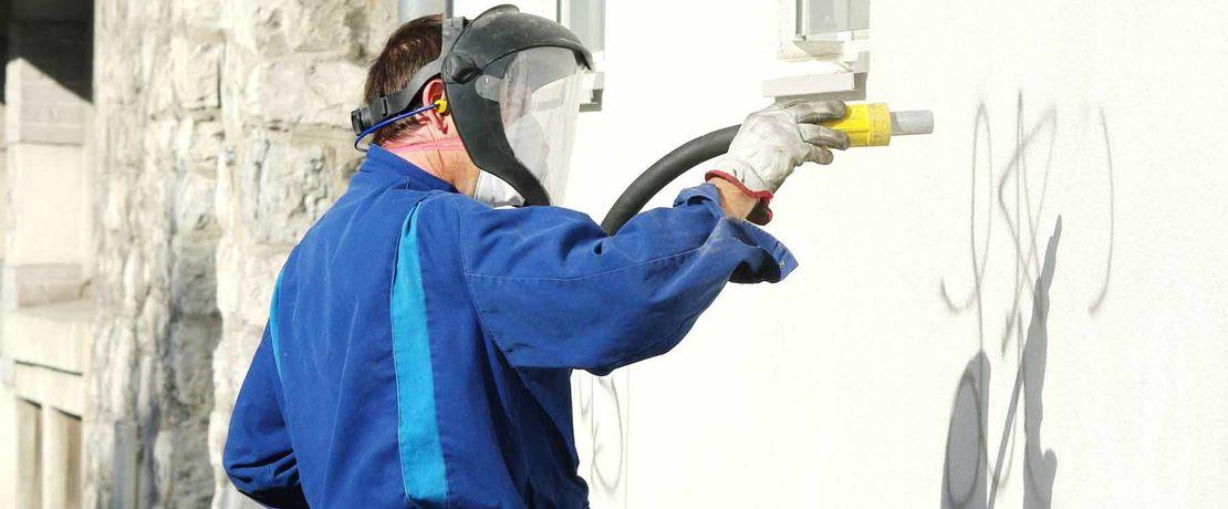 Spray gun for coatings
